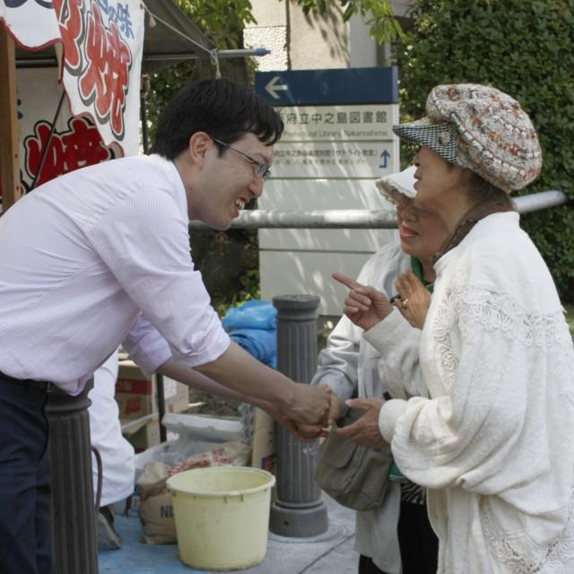 たくさんの「大阪のお母さん」、いつもありがとうございます! (5月5日、淀屋橋にて)