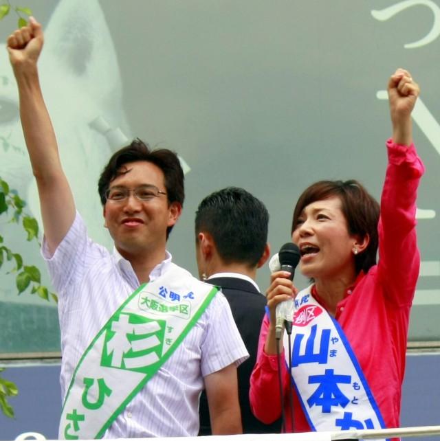 (7月14日、ヨドバシカメラ梅田前にて)