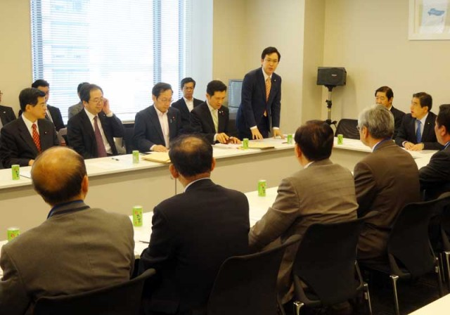 全日本不動産協会(手前)から意見聴取する杉久武参議院議員ら=30日 衆院第2議員会館