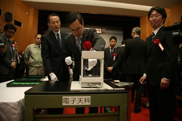 大阪・造幣局で行われた 「貨幣大試験」に出席する杉久武財務大臣政務官
