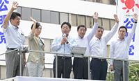 不戦の決意を訴える北側副代表と石川、山本、佐藤、熊野、杉の各氏=大阪市